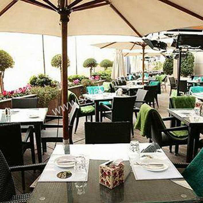 نصب سایبان چتری در رستوران آقای فتحی